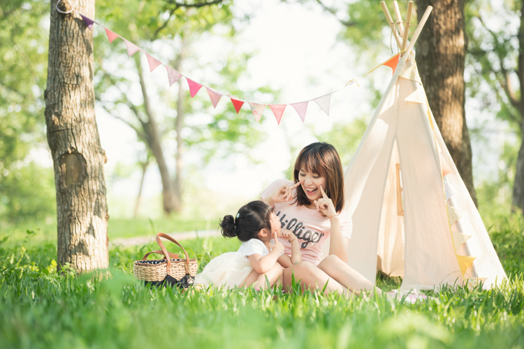 親子寫真,帳棚,家庭攝影,台中,自然互動,草地,東海大學,玩想影像