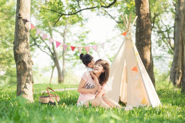 親子寫真,小帳棚,家庭攝影,台中,自然互動,草地,東海大學,玩想影像